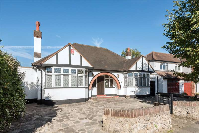 2 Bedrooms Detached Bungalow for sale in Church Way, Whetstone, London