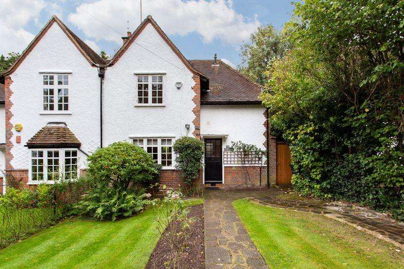 3 Bedrooms Cottage House for sale in Denman Drive South, Hampstead Garden Suburb, NW11