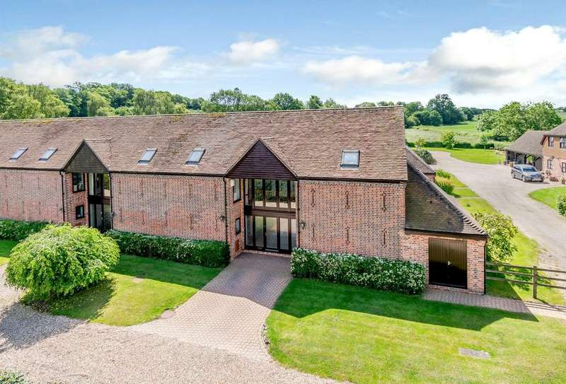 4 Bedrooms Barn Conversion Character Property for sale in Forsters Farm Court, Paices Hill, Aldermaston, Reading