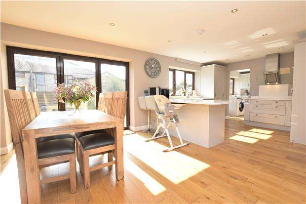 4 Bedrooms Detached House for sale in Hollyguest Road, Hanham, BS15 9NW