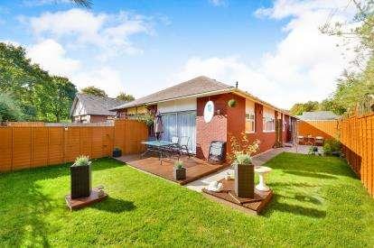 3 Bedrooms Bungalow for sale in Woodrush, Beanhill, Milton Keynes, Bucks