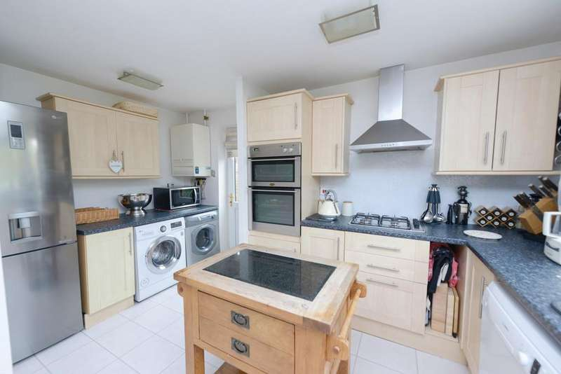 4 Bedrooms Detached House for sale in 22 Hawthorne Way