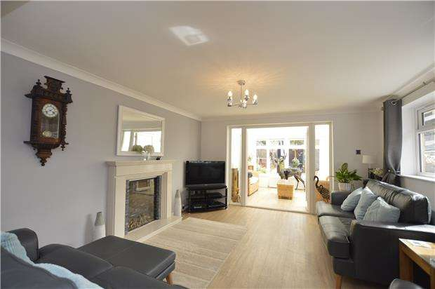 3 Bedrooms Detached Bungalow for sale in Langthorn Close, Frampton Cotterell, Bristol, BS36 2JH