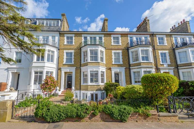 2 Bedrooms Maisonette Flat for sale in Seafront Setting, Clifftown Conservation Area