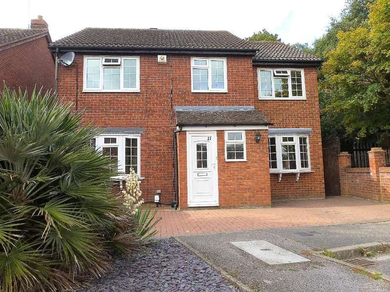 5 Bedrooms Detached House for sale in Rowlheys Place, West Drayton, UB7 9NQ