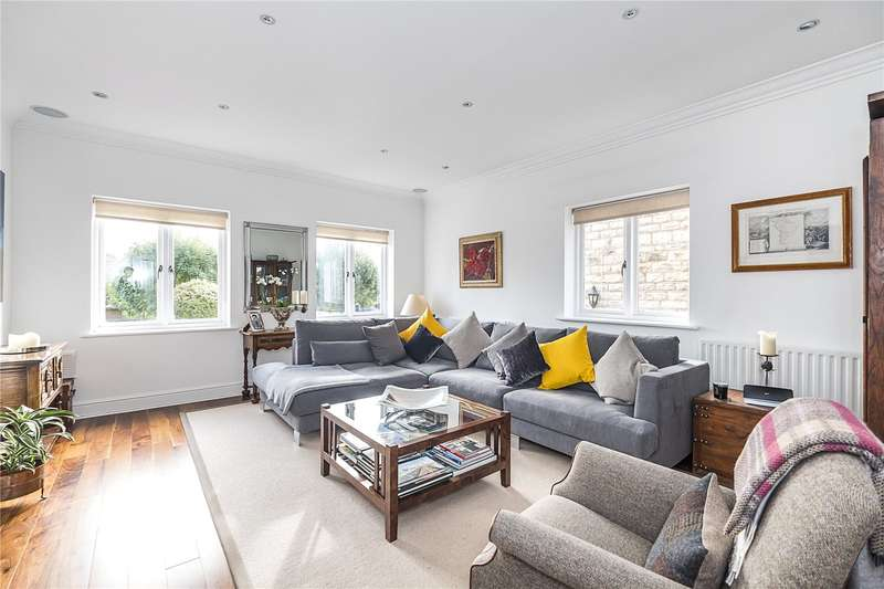 4 Bedrooms Semi Detached House for sale in Royal Close, London, SW19