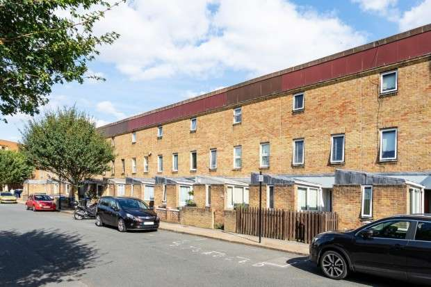 2 Bedrooms Terraced House for sale in Buchan Road, Nunhead, SE15
