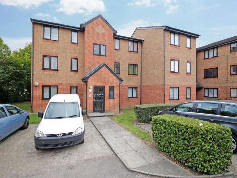 1 Bedroom Flat for sale in Streamside Close