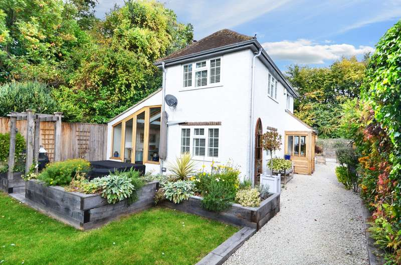 4 Bedrooms Detached House for sale in Chapman Lane, Flackwell Heath, HP10