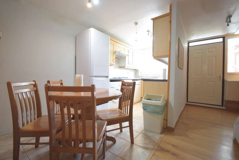 3 Bedrooms Terraced House for rent in Hindrey Road, Hackney, London