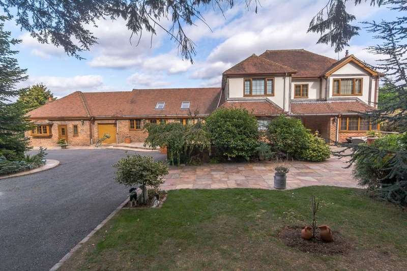 4 Bedrooms Detached House for sale in Blunsdon Hill, Wiltshire