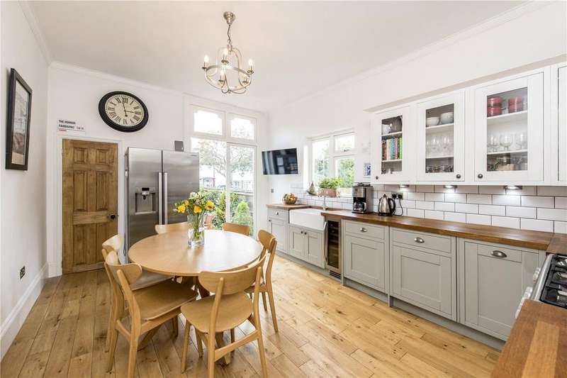 2 Bedrooms Flat for sale in Copley Park, London, SW16