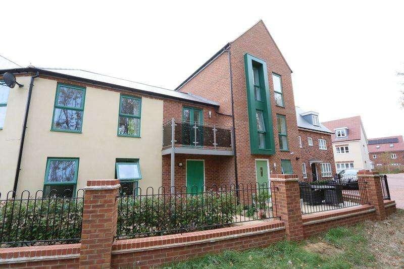 5 Bedrooms Semi Detached House for sale in Barrosa Way, Milton Keynes