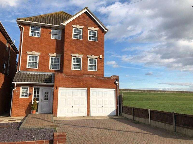 5 Bedrooms Detached House for sale in Beveland Road, Canvey Island, Essex, SS8 7QU