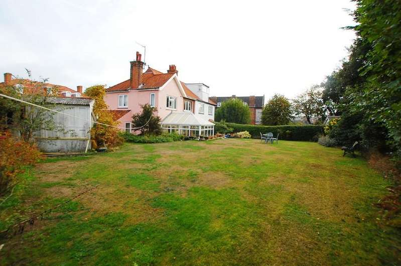 3 Bedrooms Semi Detached House for sale in Colne Place, Cromer