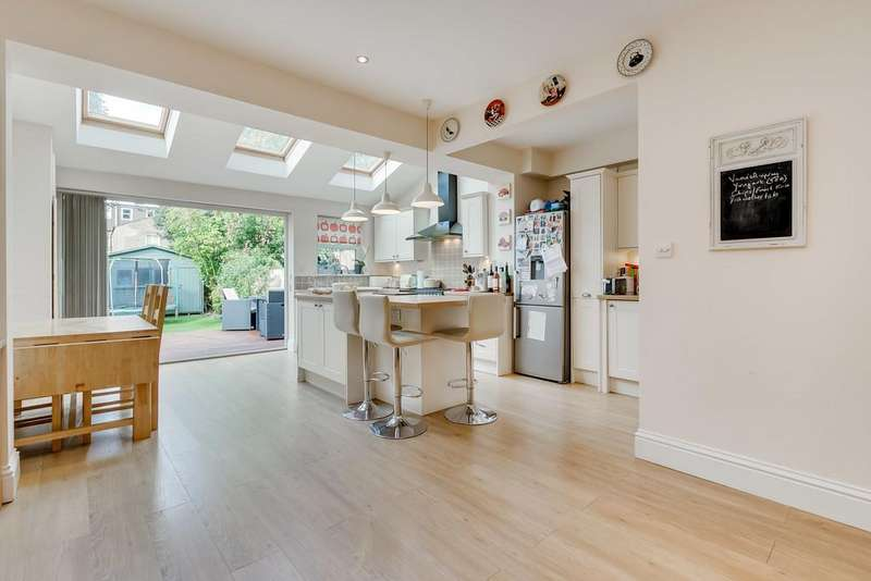 4 Bedrooms Terraced House for sale in Waldron Road, London