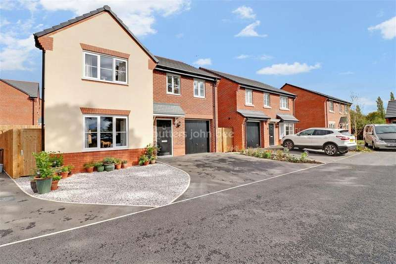 4 Bedrooms Detached House for sale in Heath Place, Winsford