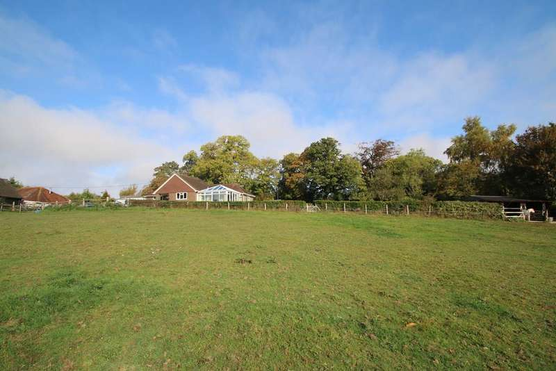 3 Bedrooms Detached Bungalow for sale in Main Street, Beckley, Rye