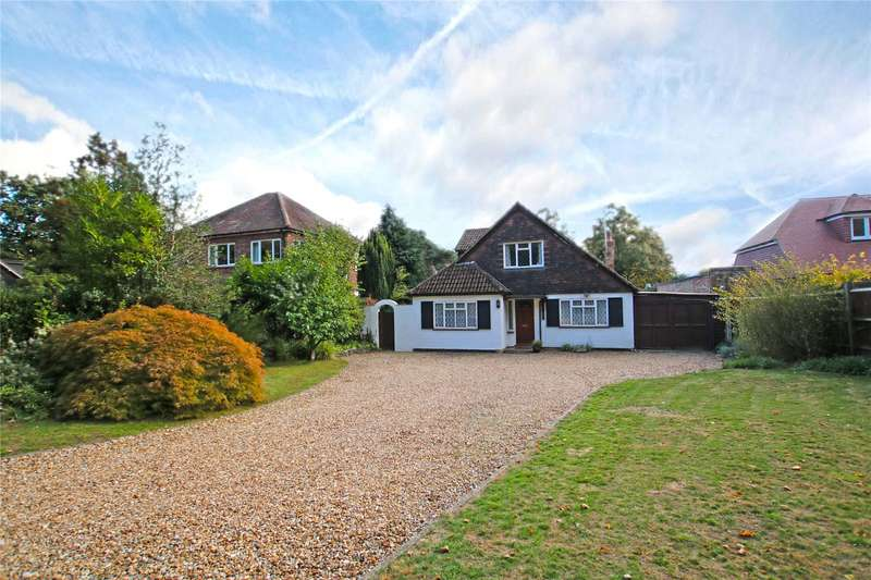 4 Bedrooms Detached House for sale in Rowtown, Rowtown, Surrey, KT15