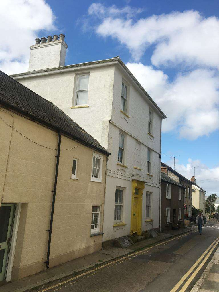 1 Bedroom Terraced House for sale in Courtyard Flat, St Elmo, North Street, Marazion, Cornwall