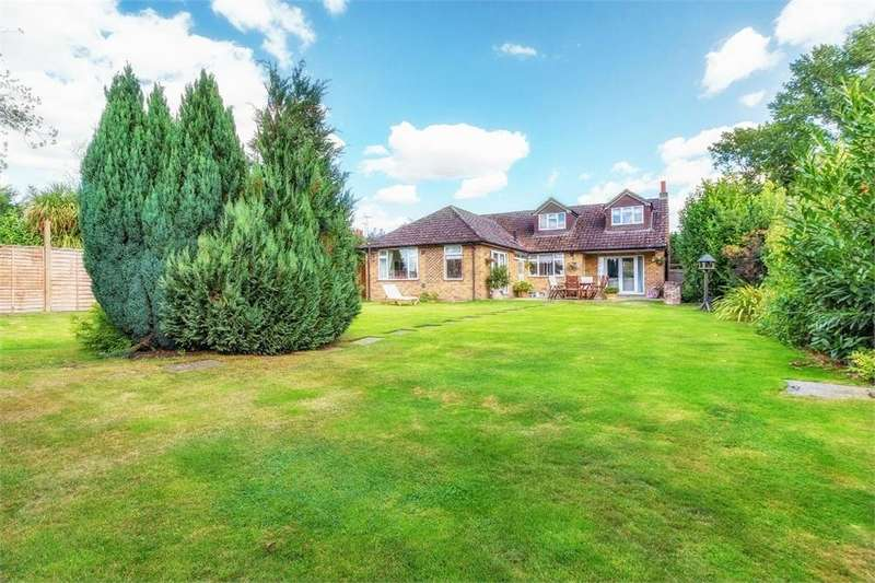 5 Bedrooms Detached House for sale in Bells Lane, Horton, Berkshire