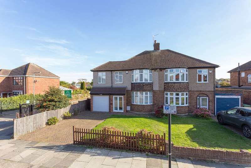 3 Bedrooms Semi Detached House for sale in Chapel Farm Road, London