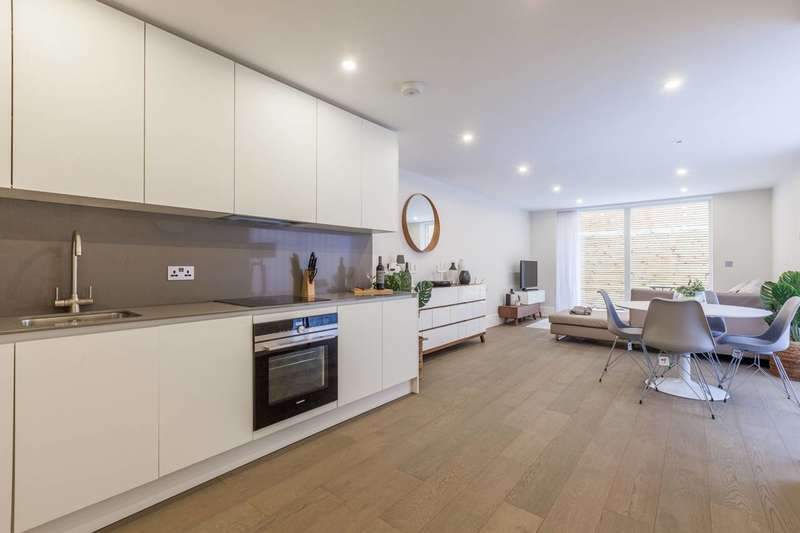 2 Bedrooms Flat for sale in Globe Road, Stepney, E1