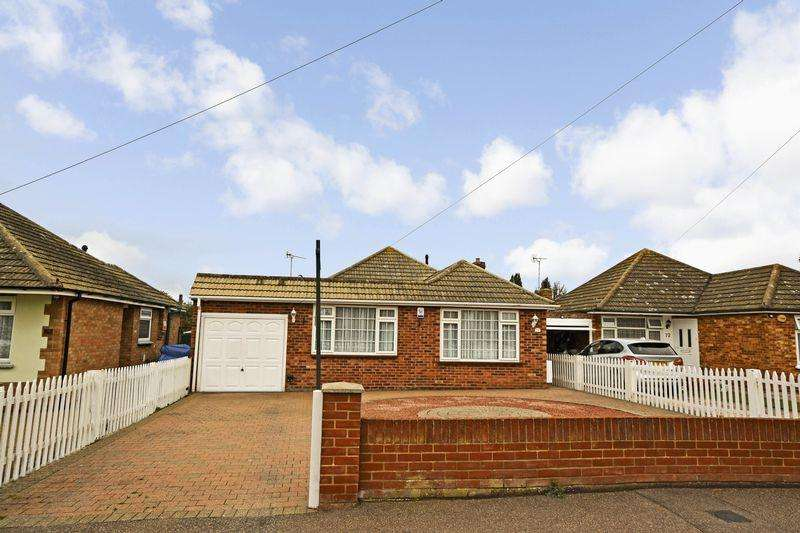 3 Bedrooms Detached Bungalow for sale in Tudor Green, West Clacton