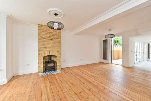 3 Bedrooms Terraced House for sale in Fraser Road, Walthamstow, London