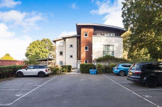 2 Bedrooms Flat for sale in Freeborn Way, Bracknell, Berkshire