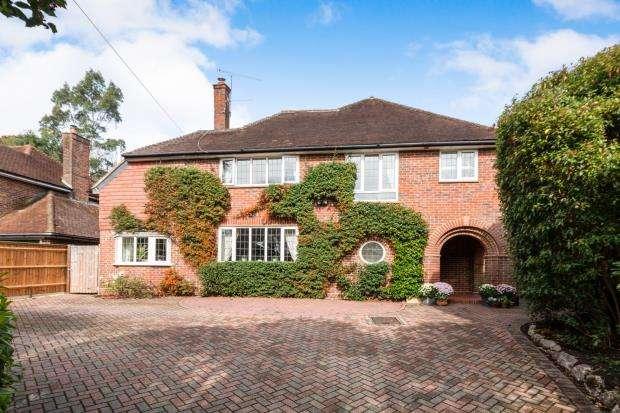 5 Bedrooms Detached House for sale in Aldershot, Hants