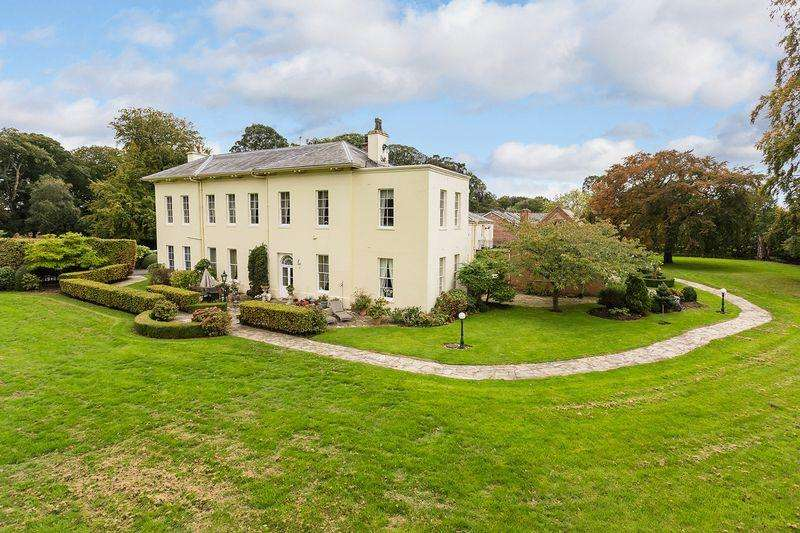 2 Bedrooms Apartment Flat for sale in Mere Hall Estate, Knutsford