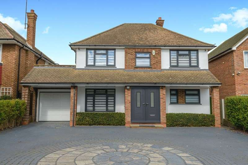 3 Bedrooms Detached House for sale in Great Location, Thorpe Bay Border