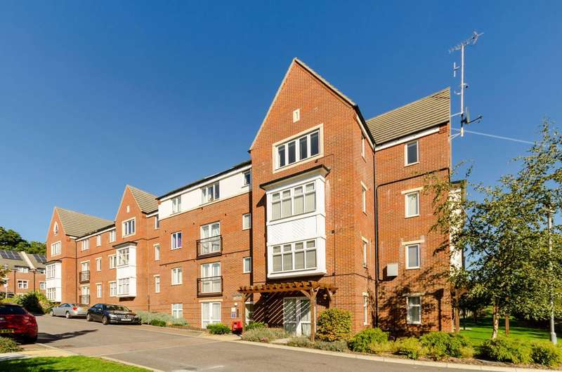 2 Bedrooms Flat for sale in Chalfont Road, South Norwood, SE25