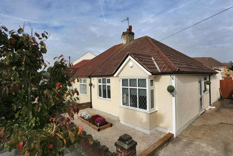 2 Bedrooms Semi Detached Bungalow for sale in Blanmerle Road, New Eltham, London, SE9 2EA