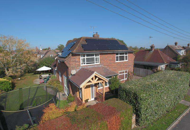 4 Bedrooms Detached House for sale in Barnfield, Plumpton Green, East Sussex, BN7 3ED