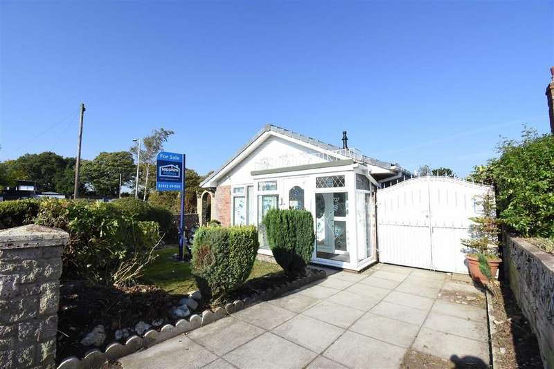 2 Bedrooms Detached Bungalow for sale in Braemore Close, Winstanley, Wigan, WN3