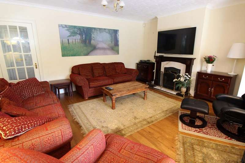 4 Bedrooms Semi Detached House for sale in Black Lion Hill, Shenley, WD7