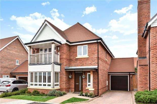 4 Bedrooms Detached House for sale in Bulrushes, Fleet, Hampshire