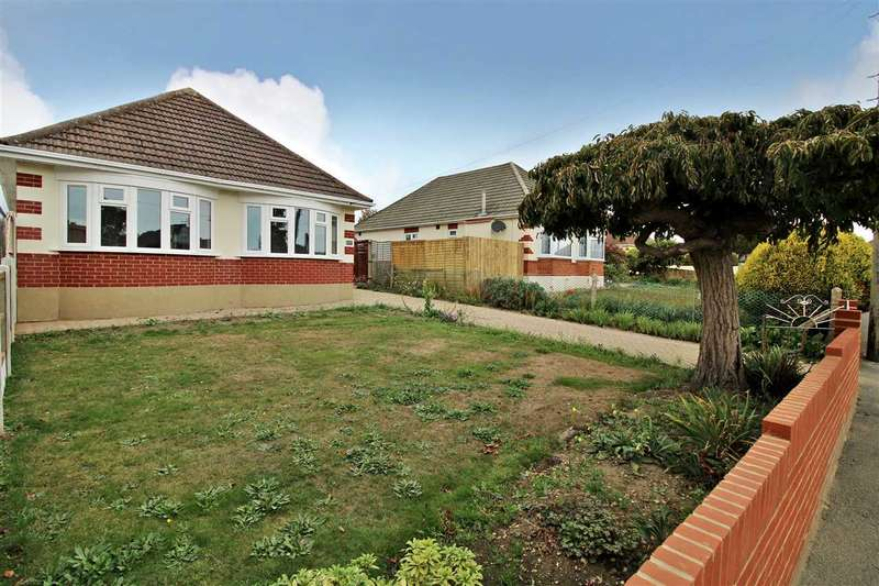 3 Bedrooms Detached Bungalow for sale in Green Lane, Bournemouth