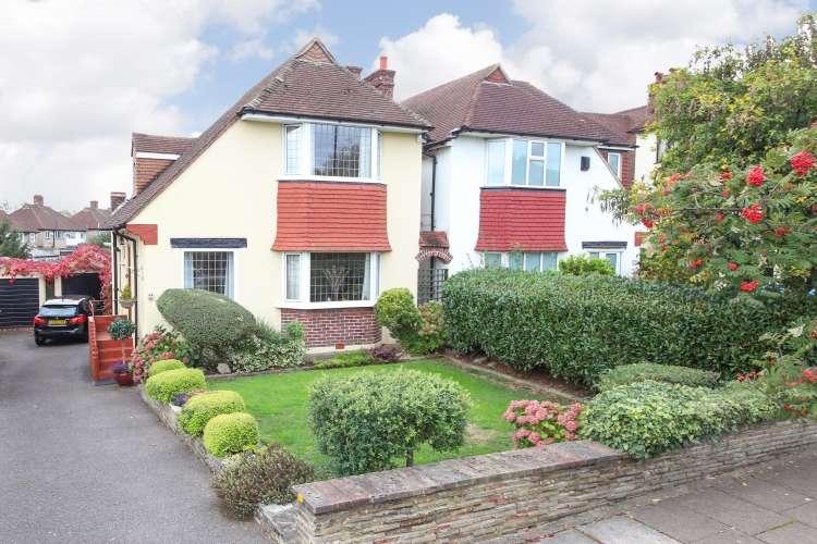 3 Bedrooms Detached House for sale in Winn Road London SE12