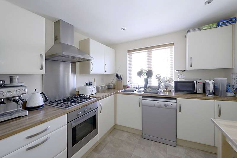 3 Bedrooms Town House for sale in Cranwell Road, Farnborough, Hampshire, GU14