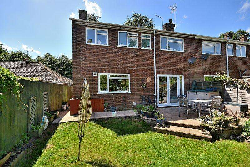 4 Bedrooms Semi Detached House for sale in Warwick Drive, Wing