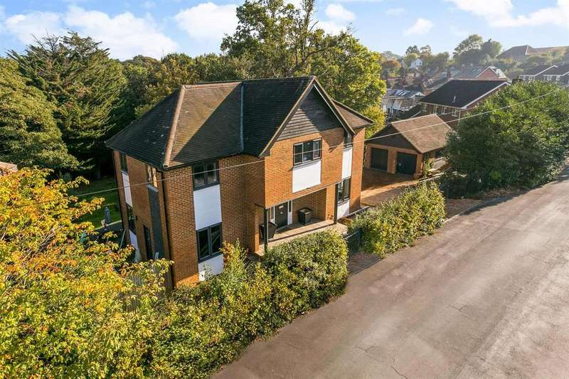 4 Bedrooms Detached House for sale in Lower Village Road, Sunninghill