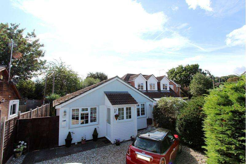 2 Bedrooms Detached Bungalow for sale in Park Walk, Purley on Thames, Reading, RG8