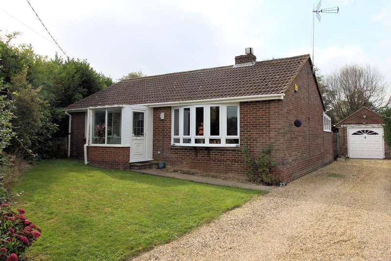 2 Bedrooms Detached Bungalow for sale in Croft Way, Woodcote, RG8