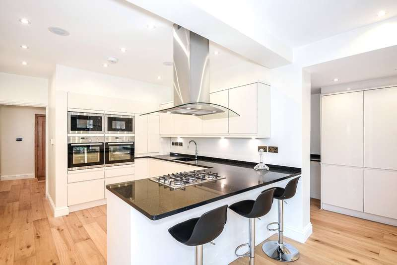 5 Bedrooms Detached House for sale in Oxhey Road, Watford
