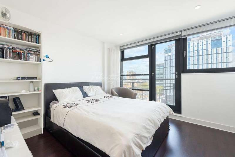 3 Bedrooms Flat for sale in City Road, EC1Y