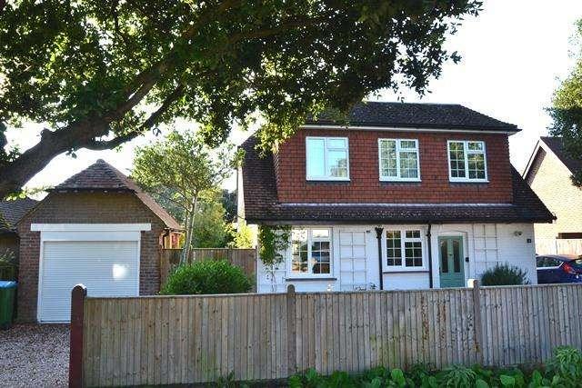 4 Bedrooms Detached House for sale in Ferringham Lane, Ferring, West Sussex, BN12 5NB