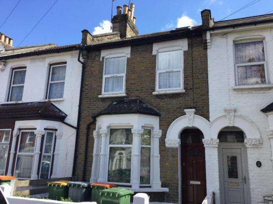 2 Bedrooms Flat for sale in Compton Avenue, East Ham, E6